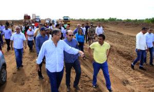 Governador visita obras de pavimentacao da to-428