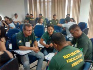 Servidores em dinâmica de grupo em capacitação