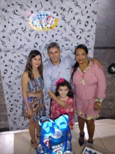 Niro e as amigas Fernanda Corrêa, Neide Maria e pequena Nicole