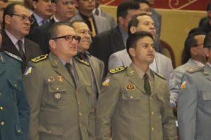 A esquerda Tenente e Pastor Deuramar, a direita Major Valdeone