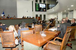 Antes da votação o deputado Osires Damaso defendeu a manutenção do concurso