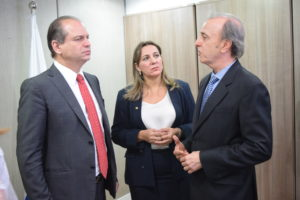 Deputada com o ministro da saúde e o presidente do hospital do cancer